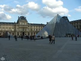 Cour Carrée et Pyramide du Louvre